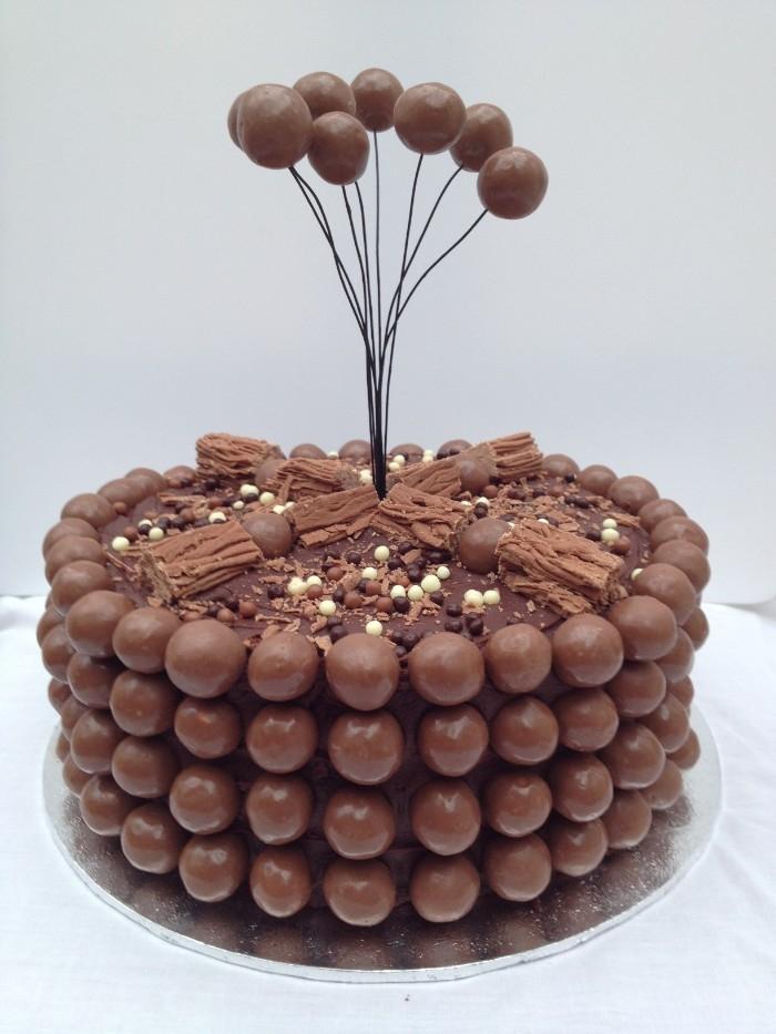 Comment faire tenir les Smarties sur un gâteau ?