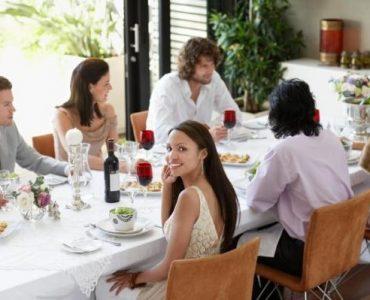 Comment se comporter lors d'un dîner ?