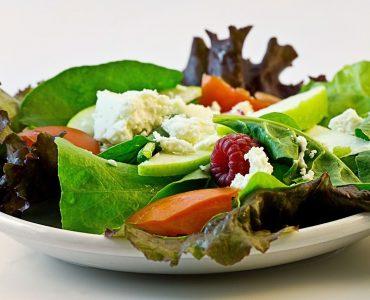 Est-ce que la salade donne mal au ventre ?