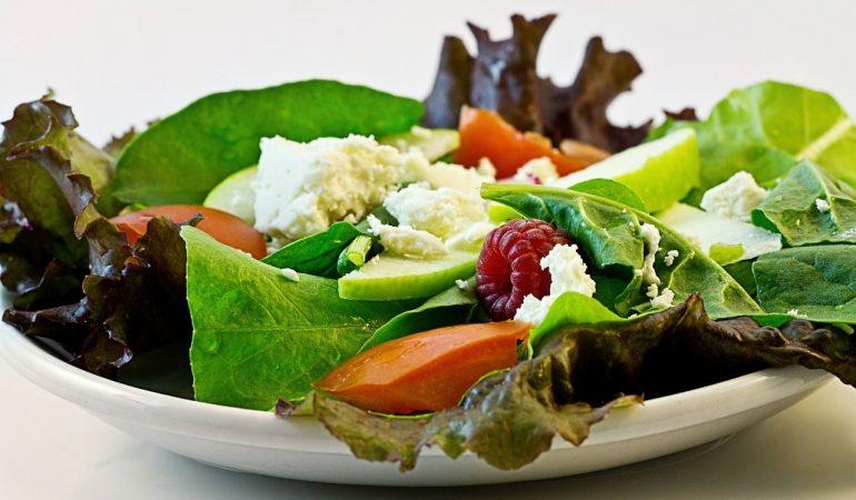 Pourquoi manger de la salade en fin de repas ?