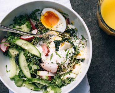 Pourquoi manger la salade avant le repas ?